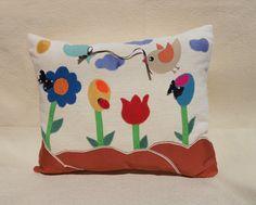Cuscino decorativo con applicazioni in tessuto per cameretta colorato fatto a mano di LuaNuu su Etsy