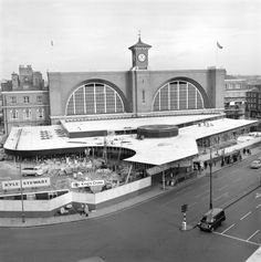 Rebuilding the forecourt of London's King's Cross station, 26 January Camden London, Old London, Vintage London, London Photos, Wall Wallpaper, Historical Photos, To Go, England, King