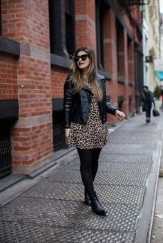 The Leopard Dress - Leopard Dresses - Ideas of Leopard Dresses Winter Dress Outfits, Winter Fashion Outfits, Night Outfits, Casual Outfits, Outfits Otoño, Animal Print Dress Outfits, Leopard Print Dress Outfit, Tee Dress, Comfortable Outfits