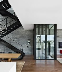 A six-story townhouse in #TelAviv features suspended, open floors connected by a black steel staircase (or a glassed-in elevator).
