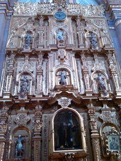 Los diversos altares de Santa Maria Tepetlaoxtoc