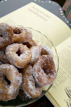 Munkkitaikina helposti ja nopeasti? Monessa kodissa munkit jäävät paistamatta, jos vappuaatto sijoittuu työpäivään, eikä aika yksinkertaisesti riitä munkkien leipomiseen. Tämä munkkitaikina pelastaa vappusi. Ei vaivaamista eikä kohottelua – täydellinen lopputulos! Something Sweet, Doughnut, Sweets, Candy, Baking, Desserts, Recipes, Food, Eggs