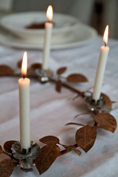 Leaf advent wreath with white candles.