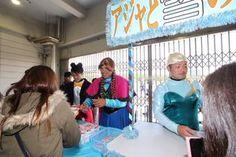 「アジャと雪の女王」と題して、雪見だいふくを売る井上選手、江村選手、三木選手