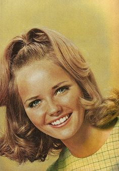 Hairstyle - Cheryl Tiegs in the 1960s