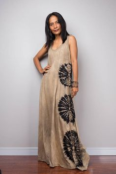 A truly beautiful, casual and long festival dress from our bleached Collection. Ive used a more T-shirt like cotton for this dress, so it drapes nicely around your curves :P This boho hippie dress stands out from the crowd with its magnificent pattern and is suitable for a number of