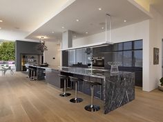 Sumptuous pad in the Hollywood Hills: 9133 Oriole Way