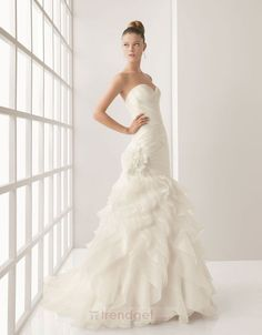 Attractive Ball Gown Strapless Floor-length Organza White Wedding Dresses