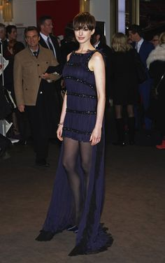 Anne Hathaway showed off a spotlight-worthy purple high-low gown and matching satin Casadei pumps for the Les Misérables premiere at the Berlin International Film Festival. Anne Hathaway Makeup, Anne Hathaway Photos, Pantyhose Outfits, In Pantyhose, Anne Hathaway Les Miserables, Beautiful Brown Eyes, High Low Gown, Old Actress, Black Tights