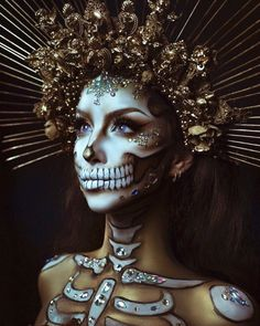 41 The most beautiful make-up ideas for Halloween: The pretty skull . - Halloween Make Up - Creepy Halloween Makeup, Halloween Queen, Halloween Makeup Looks, Scary Makeup, Halloween Ideas, Ghost Makeup, Pretty Halloween Costumes, Sugar Skull Halloween Makeup, Medusa Costume Makeup