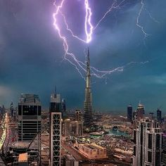 #Dubai, #Khalīfa_Tower struck by #lightning in a thunder storm. Photographed by Mohammad Azmi.