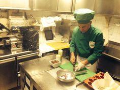 Twitter / @RyanLesacados: En plein cours de cuisine! On apprend à faire des Pasta!