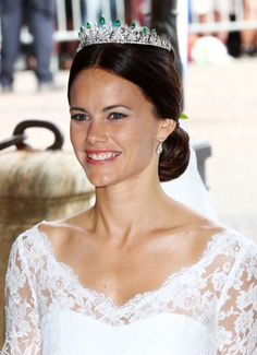 Closer look at Sofia's tiara!! Prince Carl Philip and Sofia Hellqvist wedding, June 13, 2015