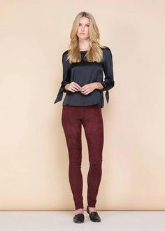 best suede leggings outfit ideas Colourful Outfits, Unique Outfits, Boho Outfits, Casual Outfits, Suede Leggings, Suede Pants, White Vest Top, Brown Leather Chelsea Boots, White Oversized Sweater
