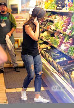 YYWlDAAAfxPvPxZ.jpg - MInka Kelly shops at Whole Foods in Beverly Hills 01/06/13