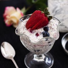 Overnight Refrigerator Oatmeal with Berries