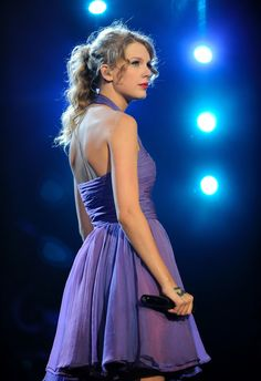 """Taylor Swift performs during her """"Speak Now"""" tour at Prudential Center on July 2011 in Newark, New Jersey. Taylor Swift wows crowds and critics with four sold-out New York shows. Taylor Swift Songs, Taylor Swift Rot, Taylor Swift Speak Now, Long Live Taylor Swift, Taylor Swift Facts, Taylor Swift Pictures, Taylor Alison Swift, Taylor Swift Fearless, Red Taylor"""