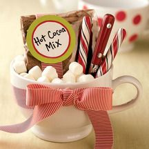 Fill a personalized mug with the fixings for homemade hot cocoa. Use different flavors of powdered creamer for flavored hot cocoa. Include cocoa mix with mini marshmallows & a peppermint stick. Christmas Jar Gifts, Christmas Party Favors, Last Minute Christmas Gifts, Christmas Fun, Holiday Fun, Holiday Gifts, Christmas Morning, Hostess Gifts, Handmade Christmas