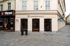 Kráľ hamburgerov otvára prevádzku na lukratívnej adrese vcentre Bratislavy - Akčné ženy Pizza Hut