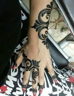 While not technically ink in skin, this is beautiful nonetheless - Henna Tattoo