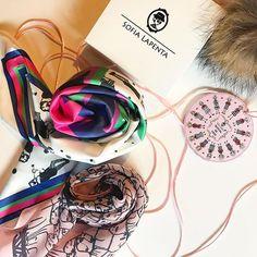 Nos quedan 3 hasta mañana sábado creamos una PROMO 2x1 con envío gratis. Disponible en nuestra tienda online  (link en Bio.) 1 pañuelo mediano (para vos) + 1 pañuelo mini (para tu amiga) + envío gratis a un precio reducido  son diseños seleccionados y muy pocos!!! Apúrate aprovecha este 2x1  www.sofialapenta.com.ar  #sofialapenta #inspiration #scarf #gift #fashion #fashiondesign #drawing #designed #ilustracion #illustration #surrealism #art #sketchbook #love #work #artwork #studio #painting