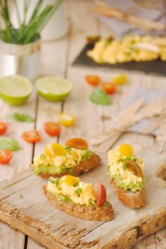 Cocinando con Neus: Tostaditas con crema de aguacate y revuelto de huevos