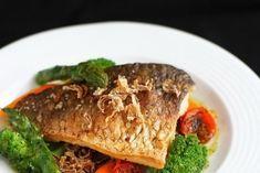 Crap file cu legume si praz crocant Beef, Fish, Cooking, Meat, Kitchen, Pisces, Brewing, Cuisine, Cook