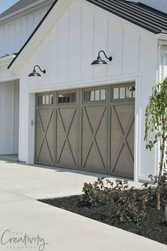 Modern Farmhouse Exterior Garage Close Up #farmhouseinterior