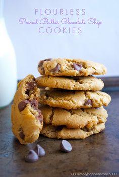 Flourless Peanut Butter Chocolate Chip Cookies {via Simply Happenstance}! #cookies #peanutbutter #glutenfree