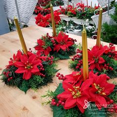 Discover recipes, home ideas, style inspiration and other ideas to try. Christmas Candle Decorations, Christmas Flower Arrangements, Christmas Flowers, Christmas Tablescapes, Christmas Candles, Christmas Wreaths, Christmas Crafts, Decoration Table, Advent