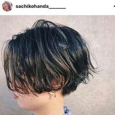 HAIR(ヘアー)はスタイリスト・モデルが発信するヘアスタイルを中心に、トレンド情報が集まるサイトです。20万枚以上のヘアスナップから髪型・ヘアアレンジをチェックしたり、ファッション・メイク・ネイル・恋愛の最新まとめが見つかります。 Growing Out Short Hair Styles, Short Haircut Styles, Short Curly Hair, Wavy Hair, Curly Hair Styles, Mullet Haircut, Androgynous Haircut, Hair Arrange, Short Hair Cuts For Women