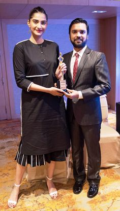 Sonam Kapoor receiving I AM Woman Award from educationist Karan Gupta.