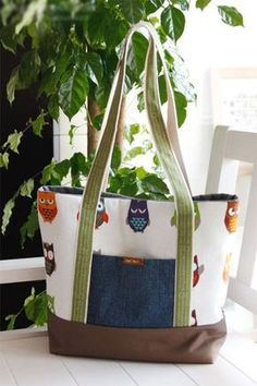DIY Tote Bag Sewing Tutorial | If you love to make bags, check out http://www.sewinlove.com.au/tag/bags/ for more fun and easy sewing projects.