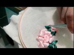 Flores de cetim/Folhas da rosa-parte 3 passo a passo - YouTube
