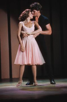 patrick nagel ennifer Grey und Patrick Swayze in Dirty Dancing Patrick Swayze, Patrick Nagel, Jennifer Grey, Aesthetic Movies, Retro Aesthetic, Iconic Movies, Old Movies, Movie Couples, Cute Couples