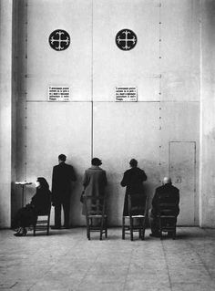 Enzo Sellerio, Church of San Domenico at the door of the Rosary Chapel, Palermo, 1955