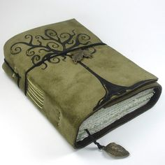 Was looking for Art Journal inspiration but think I found inspiration for a new Book of Shadows. Handmade Journals, Handmade Books, Handmade Notebook, Journal Covers, Book Journal, Leather Journal, Book Binding, Book Of Shadows, Altered Books
