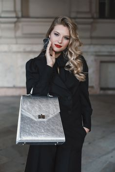 #orovicafashion #blackoutfit #outfitforoffice Black Culottes, Timeless Fashion, Shoulder Bag, Outfit, Womens Fashion, Bags, Outfits, Handbags, Shoulder Bags
