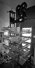 http://upload.wikimedia.org/wikipedia/commons/thumb/e/eb/Multiplane_camera.jpg/150px-Multiplane_camera.jpg