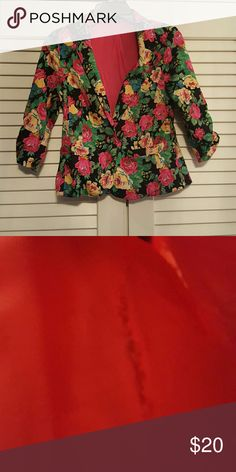 Floral Blazer Amazing floral blazer. Nice fitted design and ruched 3/4 length sleeves. Tear in liner as pictured. Jackets & Coats Blazers