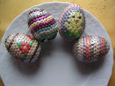 Sequin Ornaments, Holiday Ornaments, Holiday Crafts, Sequin Crafts, Beaded Crafts, Diy Ostern, Easter Wreaths, Easter Crafts, Easter Eggs