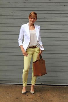 Light yellow pants outfit idea... Love it! :)