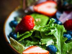 insalata di spinaci freschi e frutti di bosco