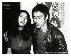Bruce Lee et la belle Nora Miao.