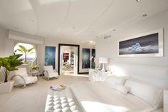 weißes schlafzimmer design minimalistisch decke paneele einbauleuchten