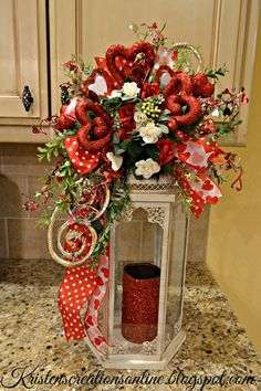 36 Best DIY Rustic Decoration Idea for Valentine Party Valentine's Day is no exception! Here are DIY rustic decoration idea for Valentine that will give you some inspiration to […] Valentine Day Table Decorations, Diy Valentine's Day Decorations, Valentine Day Wreaths, Valentine Day Crafts, Holiday Crafts, Christmas Decorations, Valentine Party, Decor Ideas, Flowers For Valentines