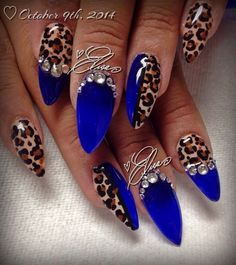 Feisty looking dark blue nail art design. The blues are also designed with animal prints in brown hues. The designs looks very strong and fierce just like what a wild animal is.