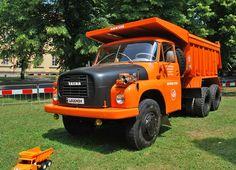 GALERIE: Jak se řídí legendární Tatra 148? Vše je naopak! | FOTO 1 | auto.cz. Monster Trucks, Vehicles, Cars, Classic, Autos, Derby, Car, Car
