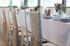 Még a chiavary széket is lehet rusztikusabbá tenni. A zsákvászon neki is jól áll, csak rá kell szabni! Dining Chairs, Table Decorations, Furniture, Vintage, Home Decor, Decoration Home, Room Decor, Dining Chair, Home Furnishings