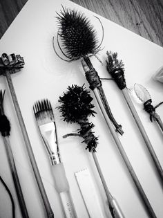 Homemade mark making tools ready for a Skills Workshop by ArtPad Studio… (Diy Art Studio) Painting Tools, Action Painting, Painting & Drawing, Mark Making, Making Tools, Drawing Techniques, Drawing Tips, Art Plastique, Art Education